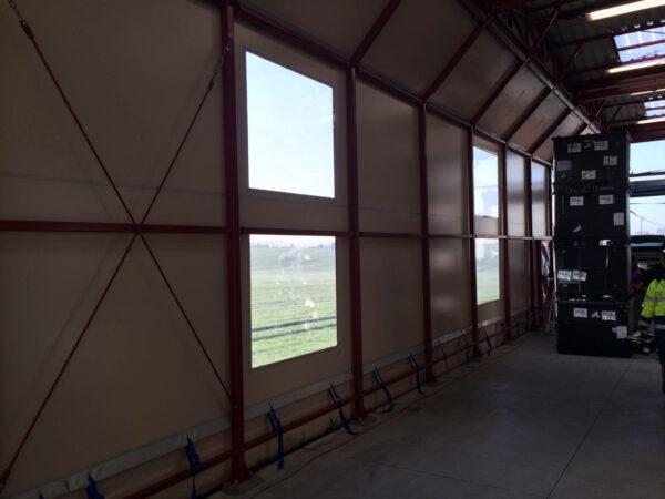 Opláštění skladu s okny vnitřní pohled